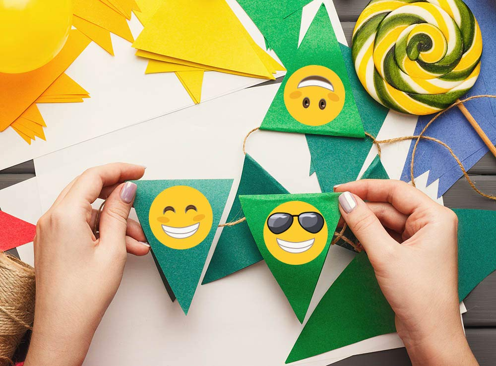 GlossTrick 1.4 Emoji Stickers 200 in Roll for Kids Students Teachers Happy Smiley Face Stickers Doctors