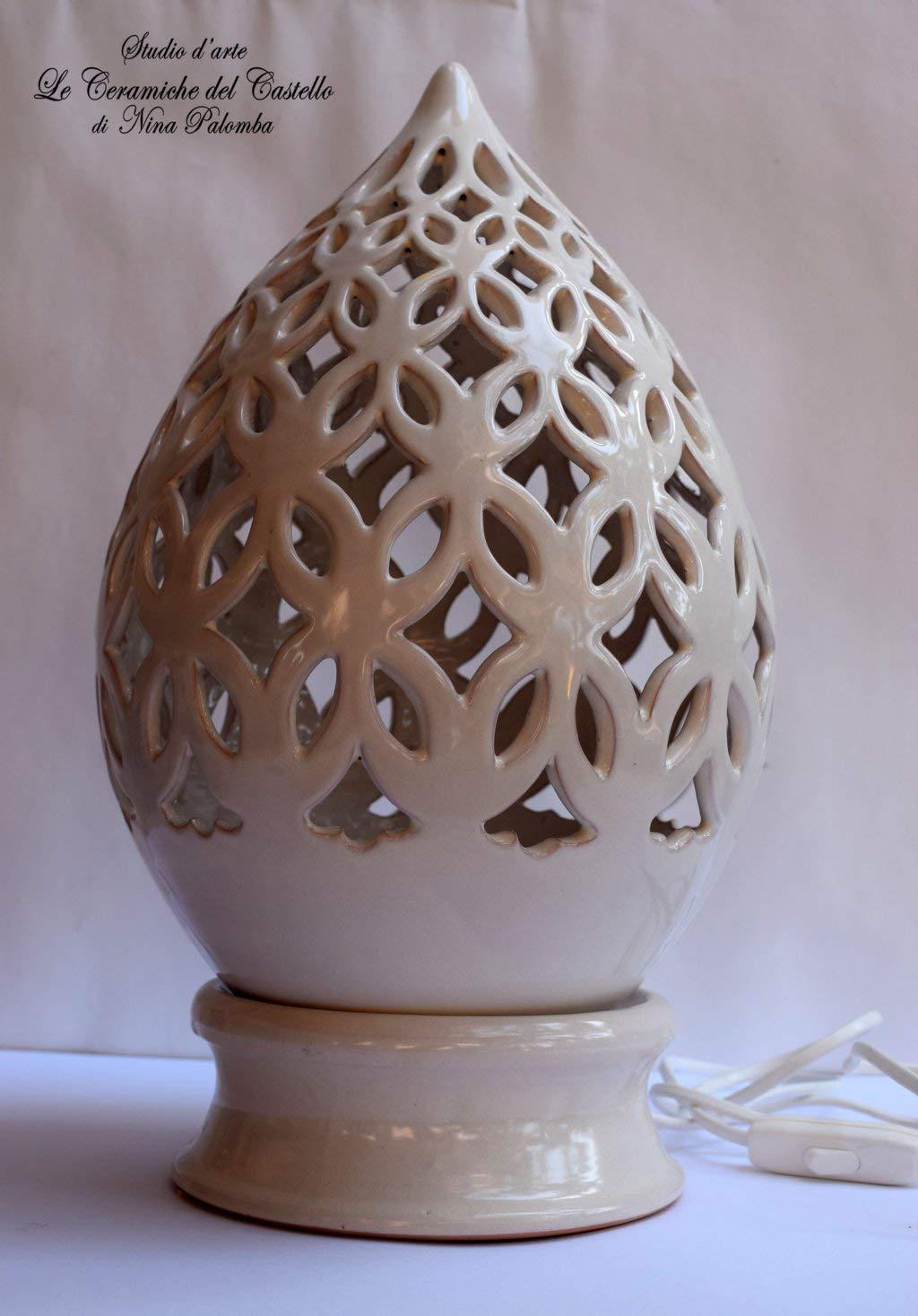 Lampada da tavolo comodino Traforata Bianca Handmade Le Ceramiche del Castello Made in Italy dimensioni 39 x 19 cm.