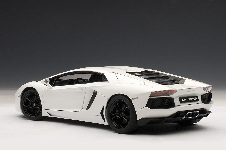 Amazon.com: AUTOart 1/18 Lamborghini Aventador LP700-4 (White): Toys ...