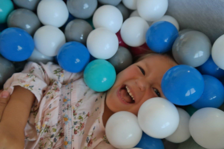 Aire de Jeu Couleurs des balles: Blanc Dimensions: 90x90 cm Velinda Piscine a balles pour Enfant 300 balles