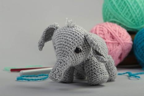 Juguete de peluche hecho a mano de color gris animalito tejido regalo original