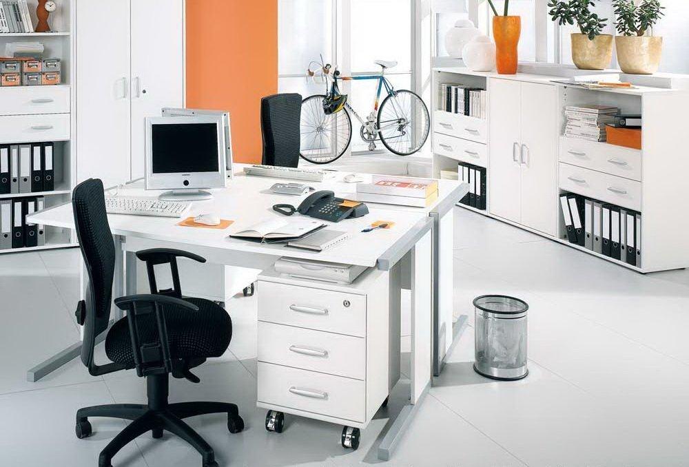 Bürokombination in weiß, Schreibtisch B: 120 cm, Rollcontainer B: 43 cm, 2 x Regal mit Türen, 1 x Regal mit Schubkästen B: je 79 cm