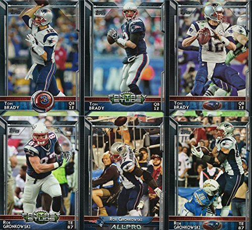 New England Patriots 2015 Topps NFL Football Complete Regular Issue 17 Card Team Set Including Tom Brady, Rob Gronkowski, Julian Edelman Plus (Rob Gronkowski Football Card)