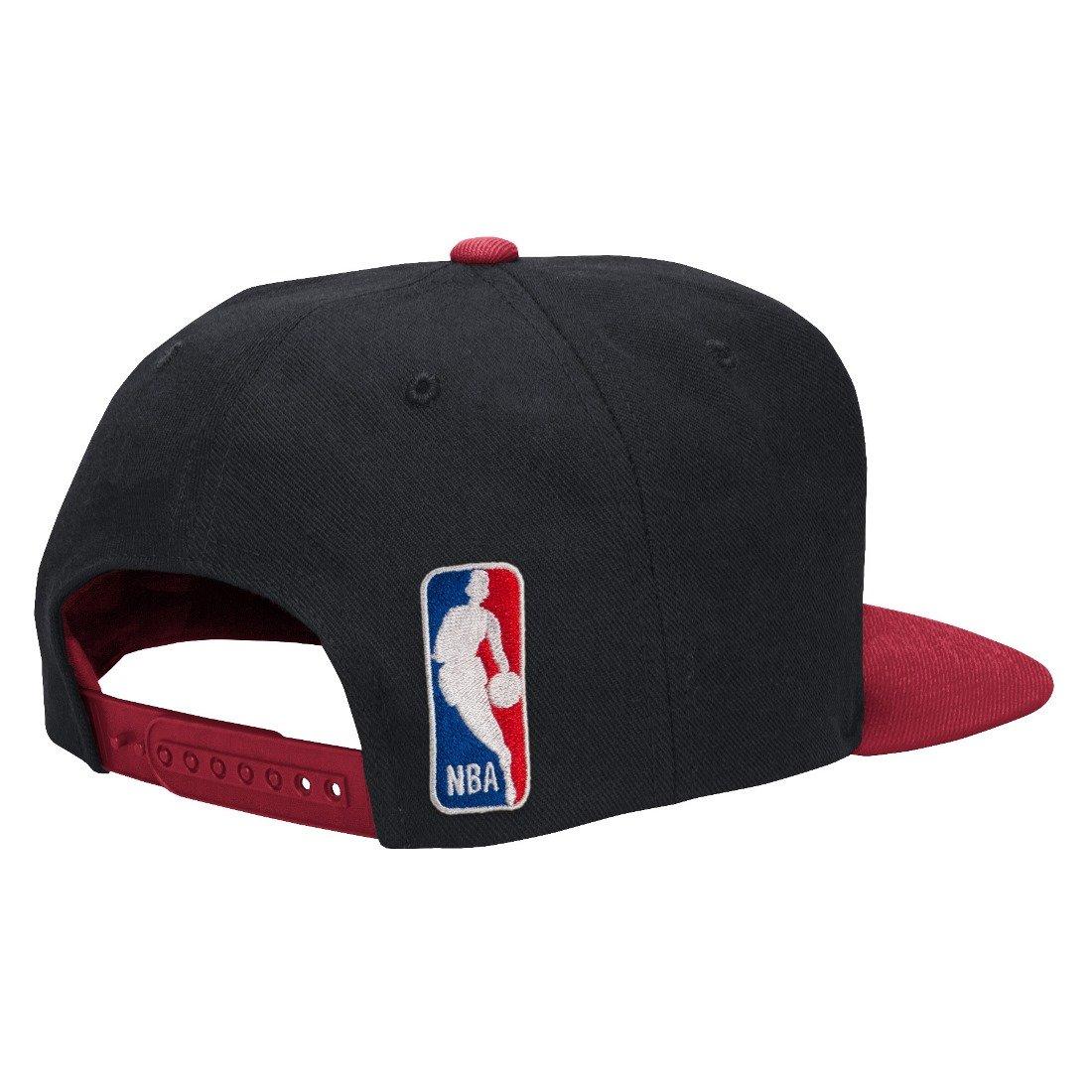 adidas Miami Heat NBA 2015 auténticos Pista Snap Back Gorra  Amazon.es   Deportes y aire libre 96a636cb6d7