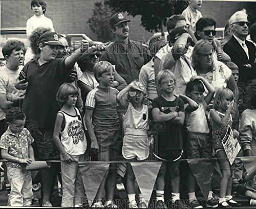 1987 Press Photo Bay Shore Mall, Milwaukee, hosted safety - Mall Shore Bay