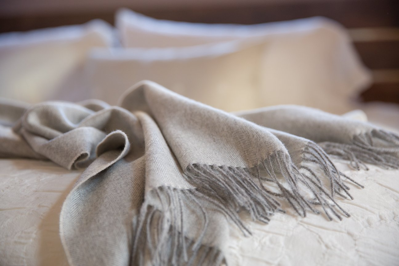 Maloca Baby Alpaca Light Grey Throw Blanket - 100% Premium Baby Alpaca Wool - Ethically Sourced, The Perfect Gift for Any Age or Occasion. Limited Production