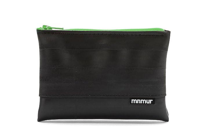 Monedero negro con cremallera verde fabricado reutilizando ...