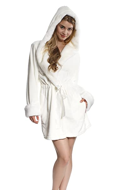 cf4343ed4a Cozy   Curious Women s Short Comfy Belt Robe Soft Warm Fleece White   Amazon.ca  Clothing   Accessories