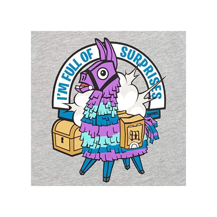 """Pijama para niños de Fortnite. Este épico conjunto de pijama de Battle Royale viene con un gran estampado de la llama púrpura del videojuego en el top, con el eslogan """"I'm Full Of Surprises"""". Parte superior: 93% Algodón 7% Poliéster Parte inferior: 100% Algodón"""