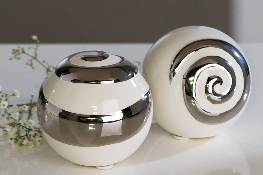 moderne deko kugeln aus keramik 2 stck weisilber durchmesser 6 cm amazonde kche haushalt - Moderne Deko