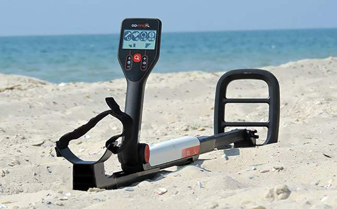 Amazon.com : Minelab GO-FIND 20 Metal Detector with Waterproof Coil, Carry Bag and Batteries : Garden & Outdoor