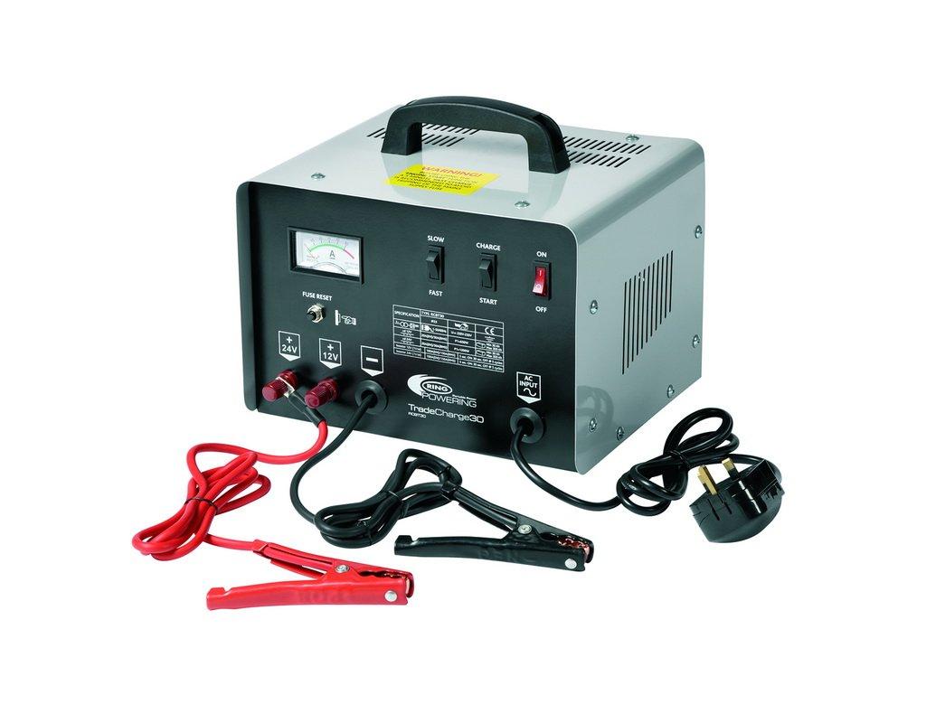 RING RCBT30 Chargeur/Démarreur de Batterie Professionnel Ring 30 Amp 12V/24V sur Chariot 2 Niveaux de Charge Pinces Haute Capacité Isolées Anti-Chocs