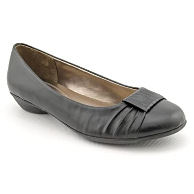 3f8c8ffd9343 Naturalizer Hollie Womens Size 5.5 Black Faux Leather Flats Shoes