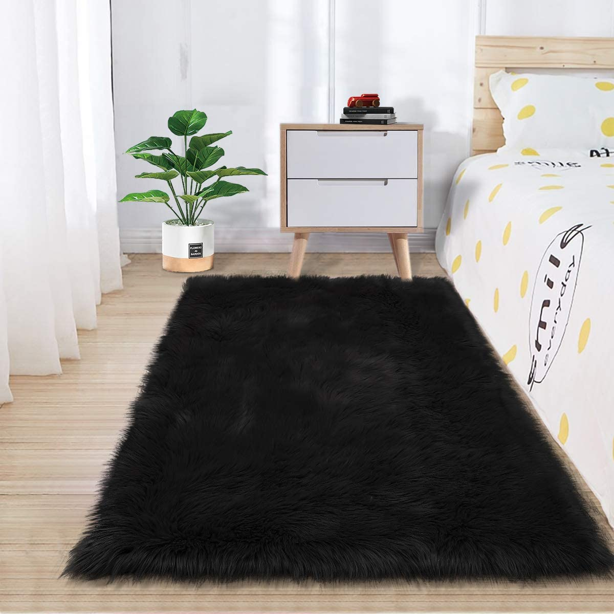 Zareas Super Soft Fluffy Bedroom Rugs, Luxurious Plush Faux Fur Sheepskin Area Rugs for Living Room Indoor Floor Couch Chair Vanity Home Decor Nursery Kids Girls Shaggy Carpet, Black (2 x 3 Feet)