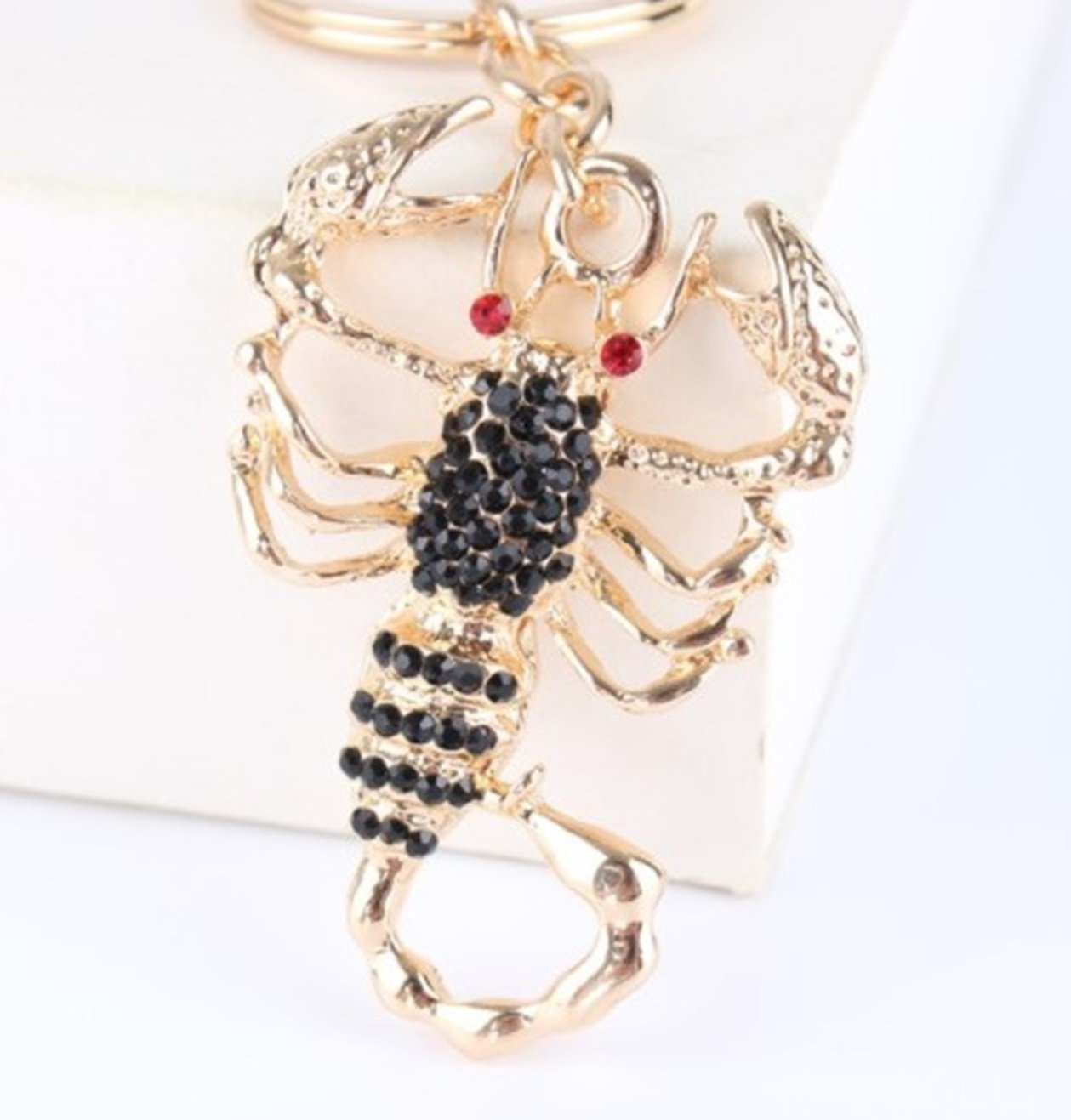 Amazon.com   1 Pc Mini Pocket Crystal Scorpion Keychain Keyring Keyfob  Wedding Birthday Party Pendant Keys Chains Rings Tags Strap Wrist Excellent  Popular ... b617c137b