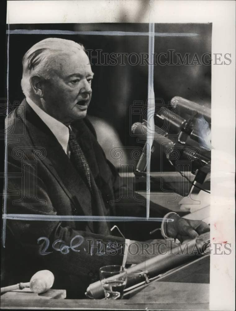 Historic Images -1952 Press Photo United States Ex-President Herbert Hoover Delivering Speech