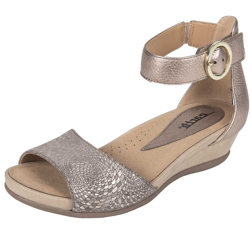 6.5 M Earth Womens Hera Champagne Printed Suede Sandal