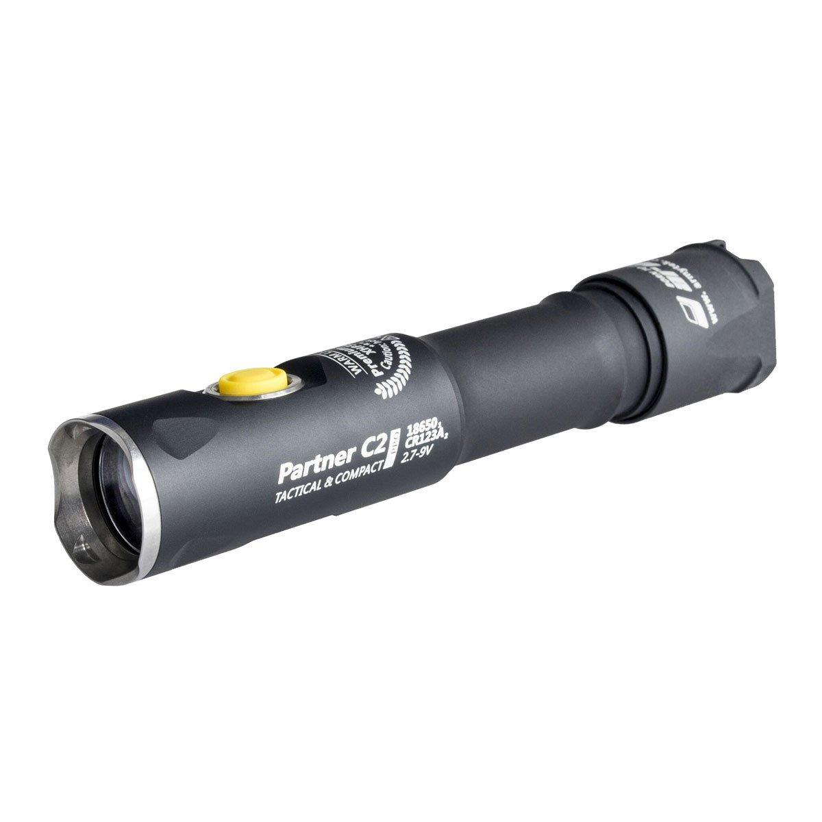 Armytek Partner C2 Pro XHP35 (weiß) - 2100 LED Lumen - Taschenlampe mit Holster, Clip & Schlaufe