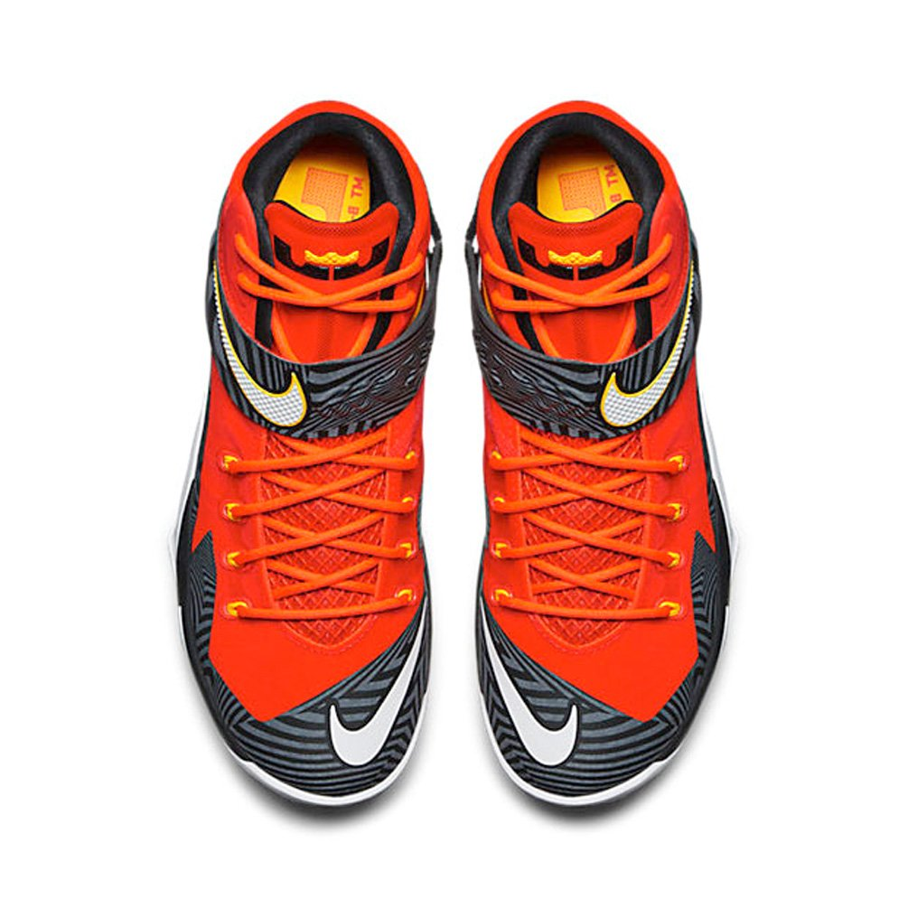 check out 0d91e 4e889 Amazon.com   Nike Zoom Lebron Soldier VIII Premium Mens Basketball Shoes    Basketball