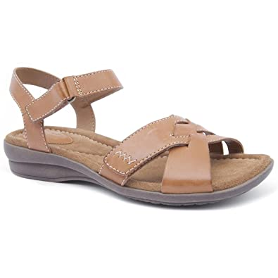 dee89979e0d4 Clarks Ladies Reid Laguna Tan Flat Sandals Size 8  Amazon.co.uk ...