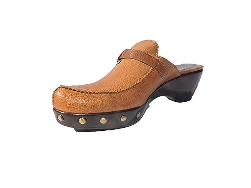 54bb0f503e8ea Amazon.com: Stuart Weitzman Womens Barceno Brown Leather Clogs Mules ...