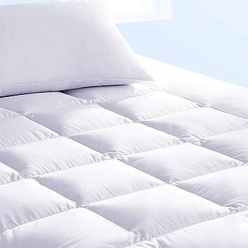 Pure Brands - Colchoncillo con protector de colchón. Superficie con tacto a plumón de ganso