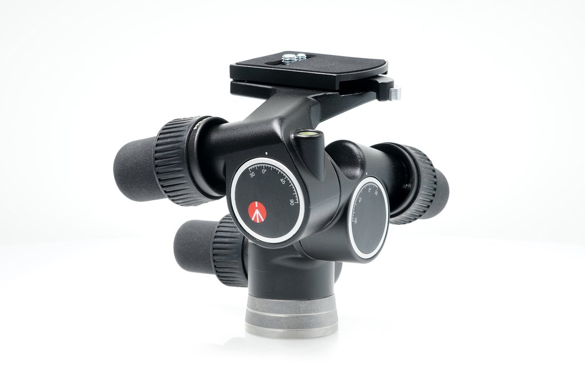 Manfrotto 405 Pro Digital Geared Head with RC4 Rapid Connect Plate 410PL and a Bonus Ivation Low Profile Quick Release Mounting Plate