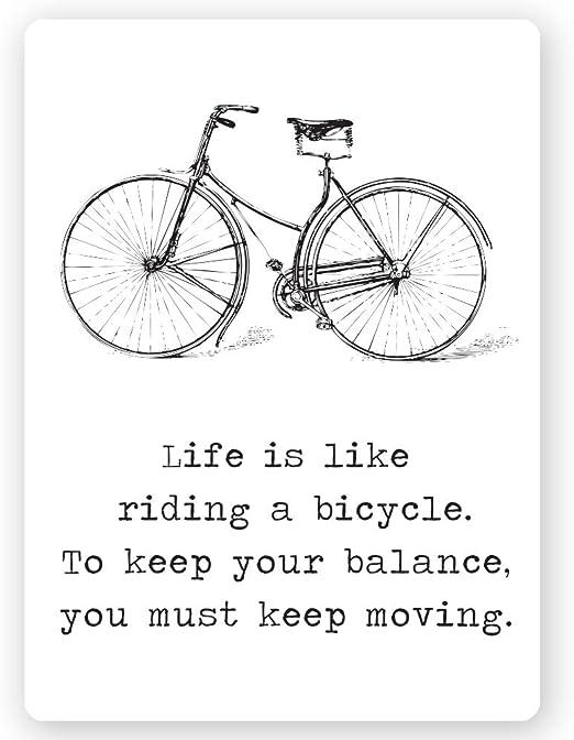 La vida es como andar en bicicleta para mantener su equilibrio ...