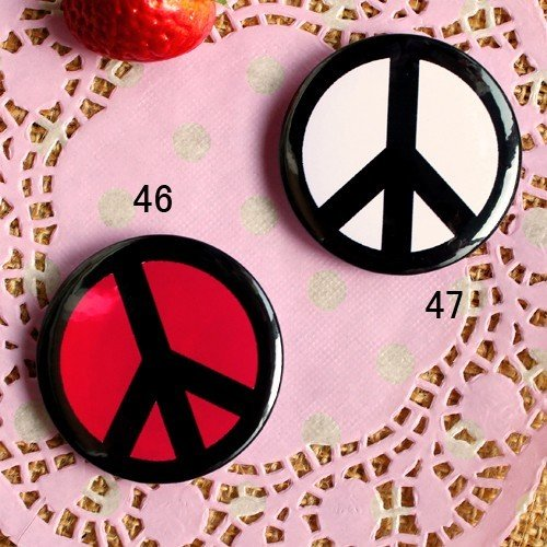 A symbol of peace and justice lovers of peace flag brooch badge super popular peaceful anti-war signs