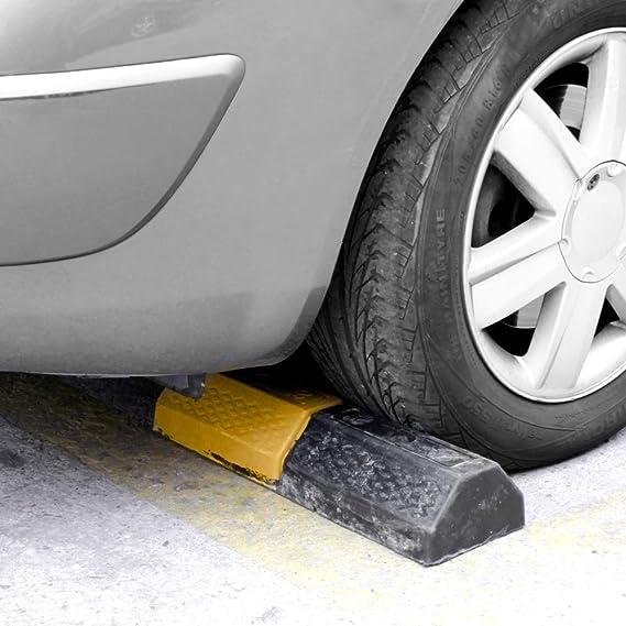 PrimeMatik Butoir de stationnement Arr/êt roue pour parking en caoutchouc et r/éflecteurs 50 cm