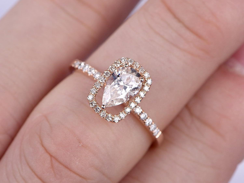 Amazon.com: 2pcs Moissanite Engagement Rings Set,5x8mm Pear Cut ...