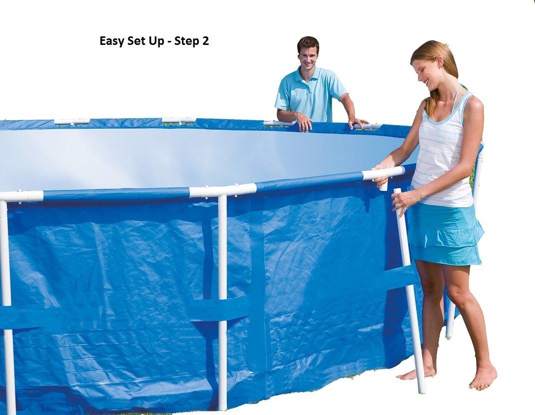 Use Intex pool vacuum to jorden eller en anden base i en lodret position.