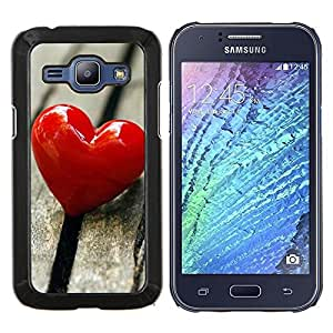 KLONGSHOP // Cubierta de piel con cierre a presión Shell trasero duro de goma Protección Caso - El amor del Corazón y Madera - Samsung Galaxy J1 J100 //