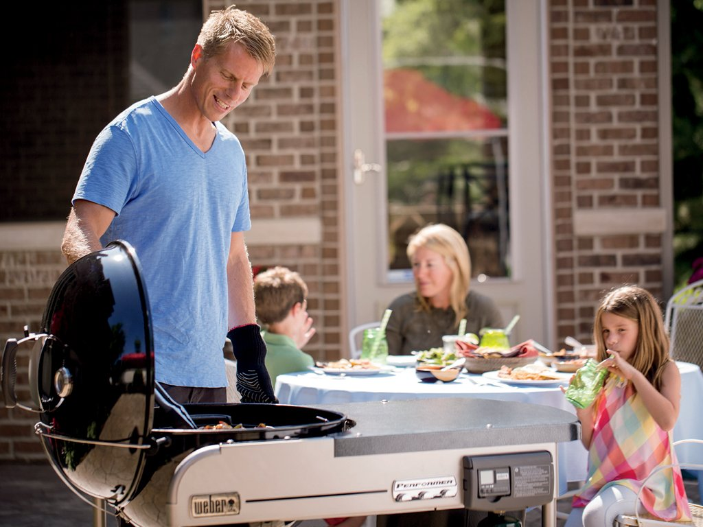 Weber 15501001 Performer Deluxe Charcoal Grill, 22-Inch, Black by Weber