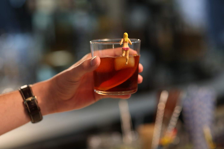 Set von 4 Bosom Buddies Cocktail-Markierer Celebration Nation npw-usa Water into Wine