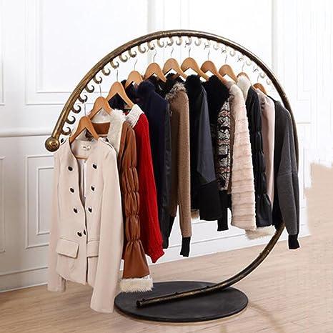 Amazon.com: Percha para ropa de hierro con diseño de escudo ...