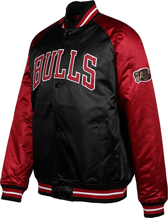 eefb3972427f5 Mitchell   Ness Though Season Satin Chicago Bulls Chaqueta universitaria   Amazon.es  Ropa