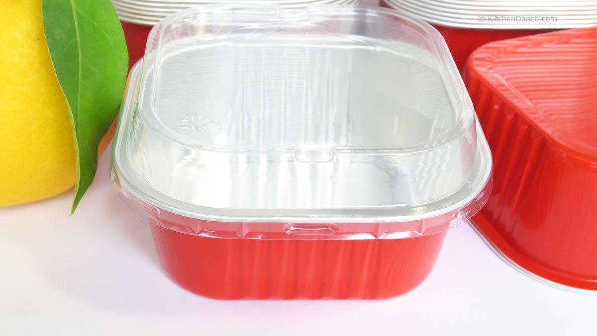 KitchenDance Disposable Aluminum 4'' x 4'' Square 8 ounce Dessert Pans W/ Lids - #A-24P (500, Red)
