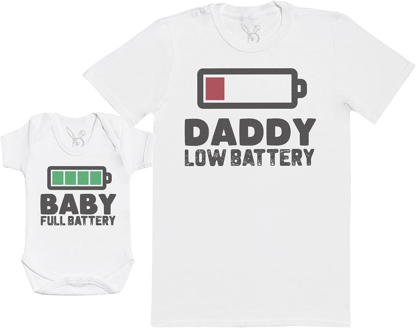 Baby Full Battery - Regalo para Padres y bebés en un Cuerpo para bebés y una Camiseta de Hombre a Juego
