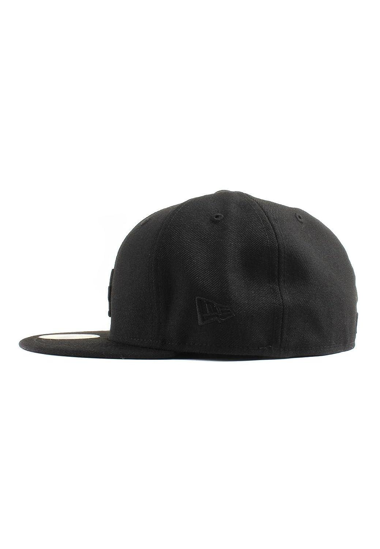 huge discount 639a1 fcc20 Amazon.com   New Era 59Fifty Los Angeles LA Dodgers Blackout Fitted Hat ( Black) Men s Cap   Sports   Outdoors