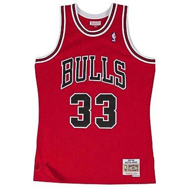 286cdd00663 Amazon.com: Mitchell & Ness Replica Swingman NBA Jersey HWC 33 Pippen  Chicago Bulls Basketball Trikot: Clothing