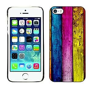 Qstar Arte & diseño plástico duro Fundas Cover Cubre Hard Case Cover para Apple iPhone 5 / iPhone 5S ( Wood Wall Architecture Design Colorful Stripes)