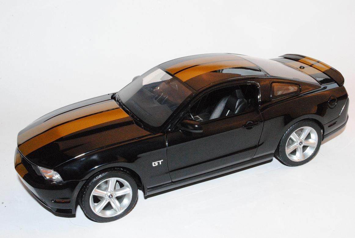 Grünlight Grünlight Grünlight Ford Mustang GT500 Coupe 2010 Schwarz Mit Gold Streifen 1/18 Modell Auto mit individiuellem Wunschkennzeichen b3a1e2