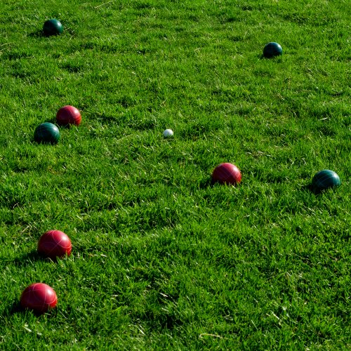 Hey! Play! Bocce Ball Set- Regulation Outdoor Family Bocce Game for Backyard, Lawn, Beach and More- Red and Green Balls, Pallino, and Carrying Case by Hey! Play! (Image #4)