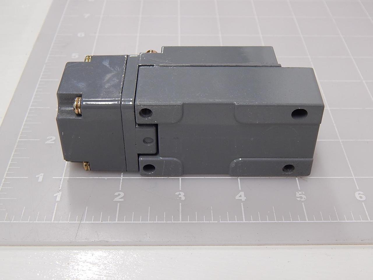 Single Pole Eaton E50SA Heavy Duty Limit Switch Body Panel Mounting Type Full Size SPST-1NO//1NC Contacts