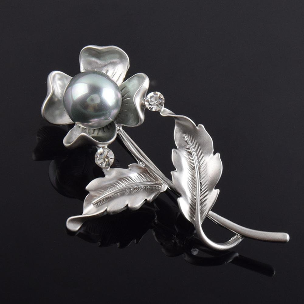 Daeou Spille e fermagli gioiello per donne Cristallo perla fiore spilla  sposa e Cerimonia  Amazon.it  Casa e cucina 521d8f549a03