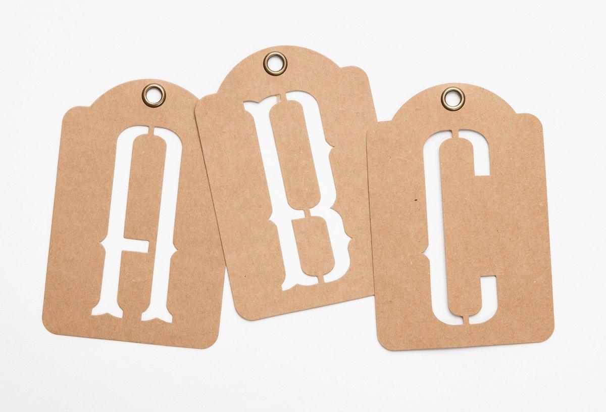 Graphic striscione con lettere dell alfabeto in carta kraft