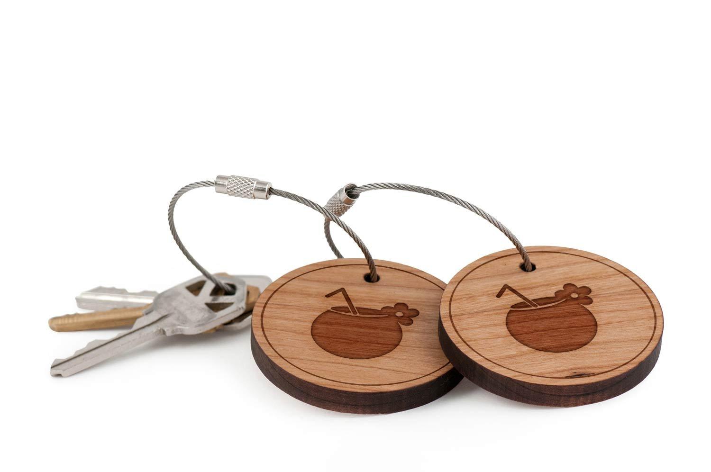 Amazon.com: Pina Colada - Llavero con cable de madera ...