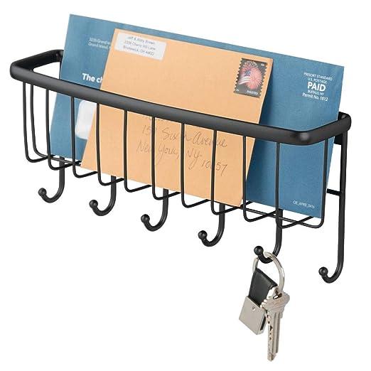 mDesign Organizador de cartas con cesta y llavero para recibidor o cocina – Compacto guarda cartas con balda metálica y perchero – Colgador de pared ...