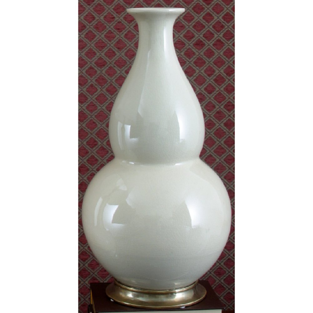 Home decor. White Vase. Dimension: 9 x 9 x 17.5. Pattern: White Crackle.